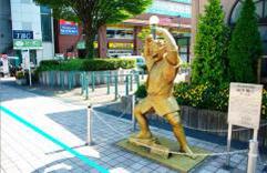 3.両津勘吉の銅像